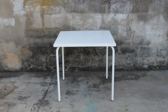 arcalo square white table
